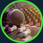 Imagen micrófono y mesa de sonido de Noizze Media