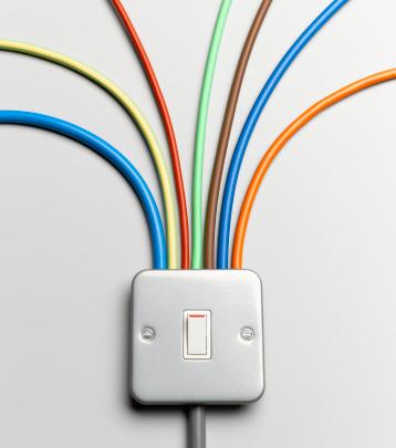 Imagen interruptor con cables de colores