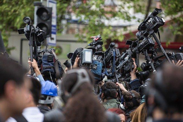periodistas con cámaras