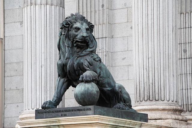 estatua de un león
